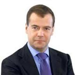 Медведев опубликовал фотоотчет из арктической пещеры