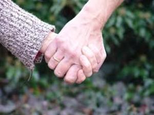 Прожившие вместе 69 лет супруги умерли одновременно, держа друг друга за руки