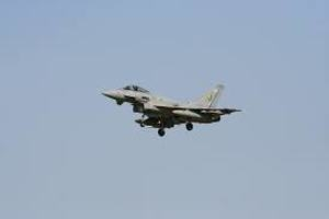 Британские истребители подняты в воздух по тревоге