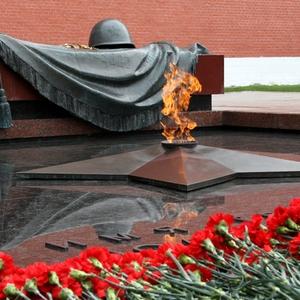 Несмотря на дождь, Путин почтил память погибших в ВОВ с непокрытой головой