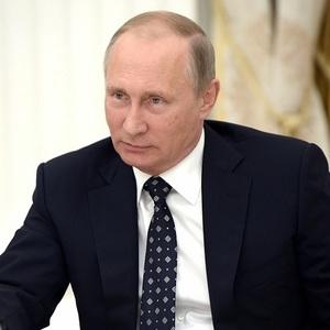 Женщина поцеловала Путина на Арбате