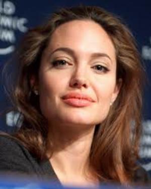 Анджелину Джоли обвинили в жестокости к детям