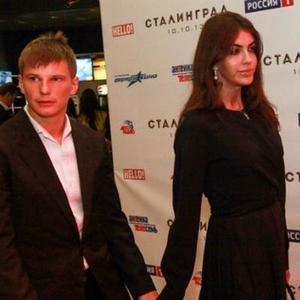 На фоне сообщений о разводе жена Аршавина решила публично вспомнить