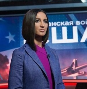 Бузова попробовала себя в роли ведущей новостей на образовательном канале