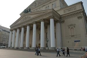 Более трёхсот человек выстроились в очередь в центре Москвы