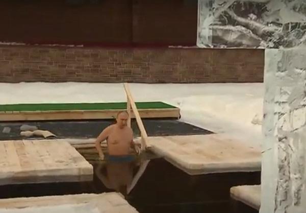 Путин по традиции окунулся в прорубь на Крещение