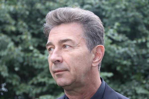 Валерий Сюткин рассказал, что умеет не только завязывать галстук на весу