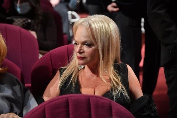Обнадеживает: Валя Карнавал не поленилась порыться в архивных записях после скандала с Долиной
