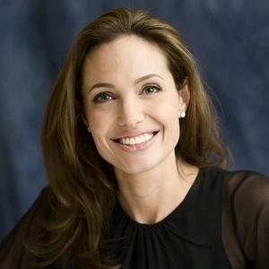 Анджелина Джоли замечена в Камбодже с новым приятелем