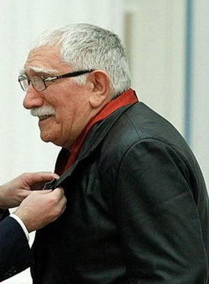 Армен Джигарханян отмечает годовщину  свадьбы с молодой женой