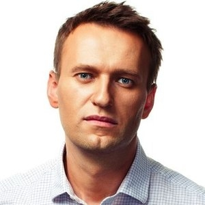 Хулиган метнул в Навального два яйца на митинге против повышения тарифов ЖКХ