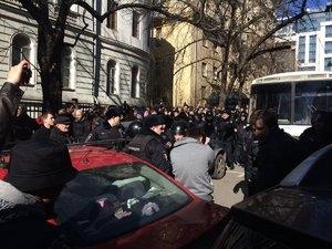 Пострадавший на акции против коррупции полицейский был свидетелем по