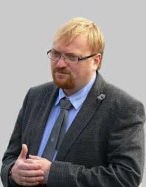 Виталий Милонов усыновил в Петербурге месячного мальчика