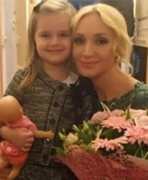 Дочь Максима Галкина поздравила свою племянницу Клаву с днем рождения