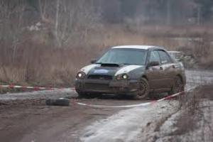 В Кирове с ямами на дорогах борются с помощью ковров