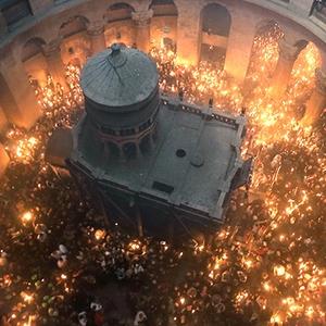 Очевидцы обнародовали видеозапись схода Благодатного огня в Иерусалиме