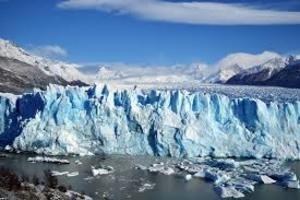 Обнародовано фото трещины в одном из самых крупных ледников Гренландии