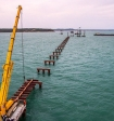 Строители сообщили о возведении половины опор моста через Керченский пролив