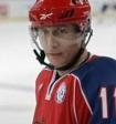 Путин вышел на лёд, чтобы принять участие в хоккейном матче