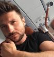 В сети обсуждают фото Лазарева, держащего за грудь поклонницу