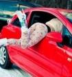 Казанцы сняли на видео, как девушка в тонгах выставила ягодицы из окна авто