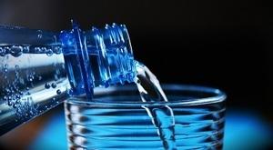Бизнесмены предлагают запретить в России минеральную воду из ЕС