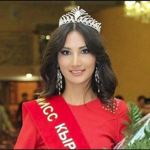 Мисс Кыргызстан, угасая от рака в 22 года, успела родить сына