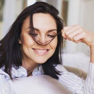 Беременная Надя Ручка появилась на обложке журнала в почти неузнаваемом виде