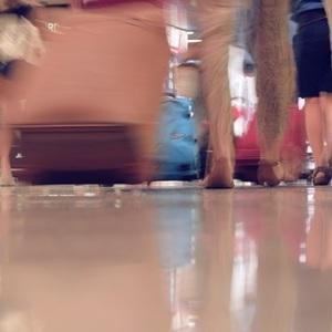 В России планируют ввести плату за провоз телефона и верхней одежды в самолете