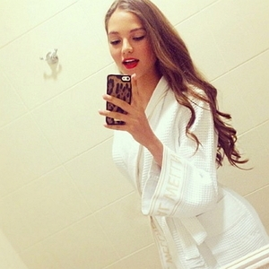 Алеся Кафельникова заявила о свадьбе и показала очень странные фото
