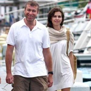 Инсайдеры: Новость о разводе Абрамовича и Жуковой была сильно преувеличена