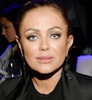 Почему Юлия Началова прячет свое лицо за