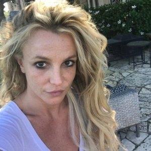 Бритни Спирс показала фото без макияжа и оставила фанатов под глубоким впечатлением