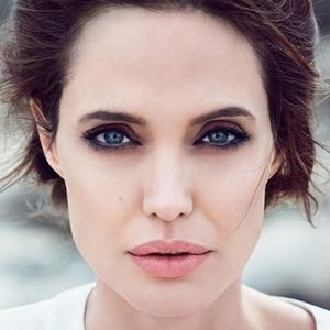 Истощенной Анджелине Джоли потребовалась новая операция