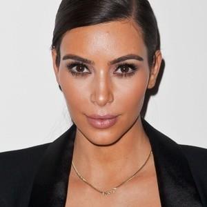 Ким Кардашьян предстала на новых фото совершенно седой
