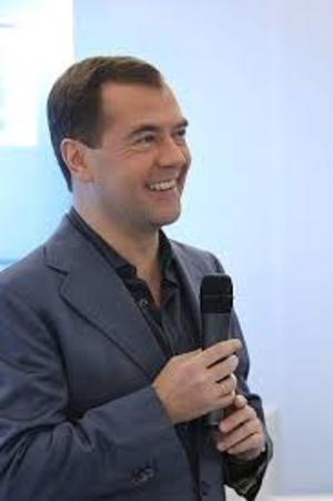 Медведев исключил Михалкова из попечительского совета Фонда кино