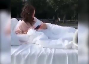 Бузову накажут за езду на кровати по Москве