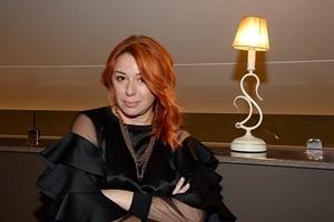 53-летняя Алёна Апина показала, как выглядит без макияжа