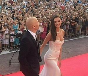Паулина Андреева вышла в свет с ультракороткой стрижкой