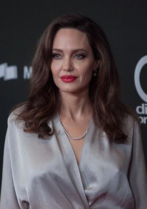 Анджелина Джоли вышла в мини и ужаснула фанатов