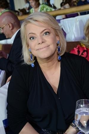 В соцсетях затравили Яну Поплавскую из-за жены Джигарханяна