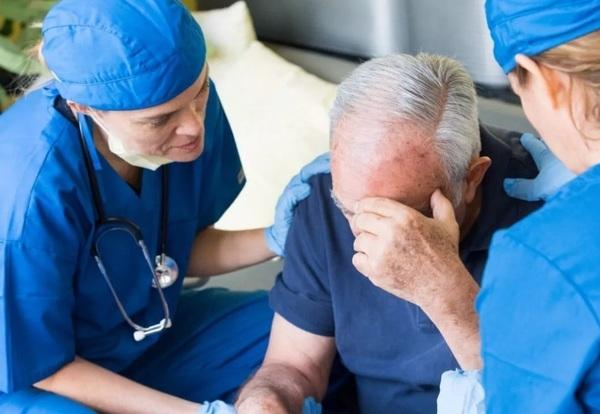 Названы самые главные признаки и факторы риска инсульта