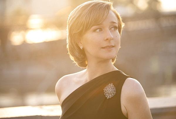 Пианистка Елена Тарасова открывает серию ежемесячных выступлений