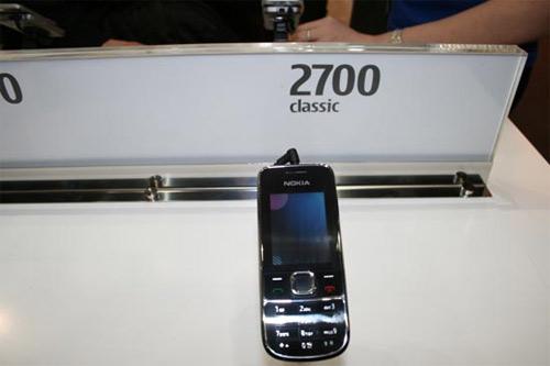 Nokia 8800 Gold. уже знакомый нам телефон премиум-класса.  Его отличие от предшественников заключается в материале...