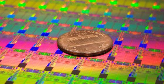Помимо освоения новых технологий изготовления интегральных микросхем, связанных с постоянной миниатюризацией...